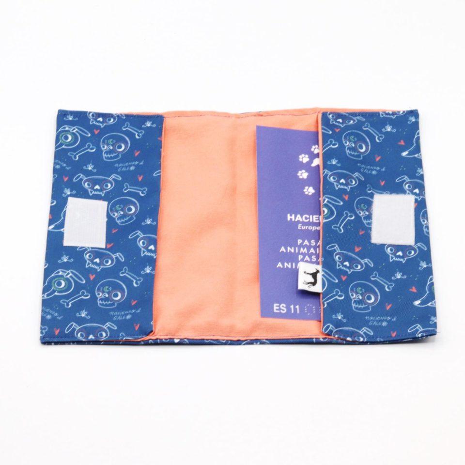 Portadocumentos – Haciendo el galgo – Semitransparente – Azul – 03